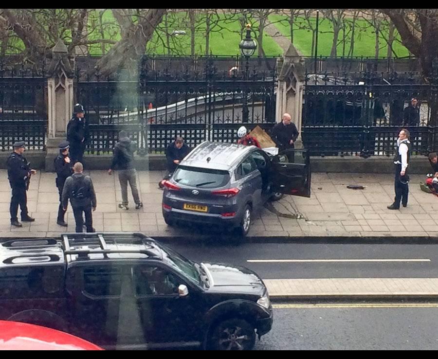 Londra, spari e terrore davanti al Parlamento: almeno 12 feriti – VIDEO