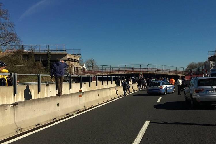 Ancona, crolla cavalvia su A14, due morti e due feriti