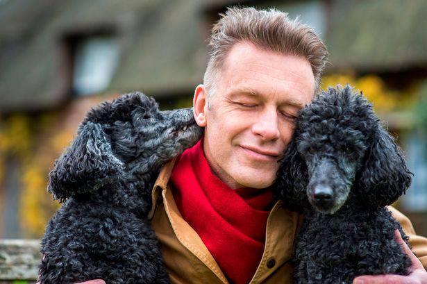 Spargere le sue ceneri insieme a quelle dei suoi cani, la richiesta di Chris Packham