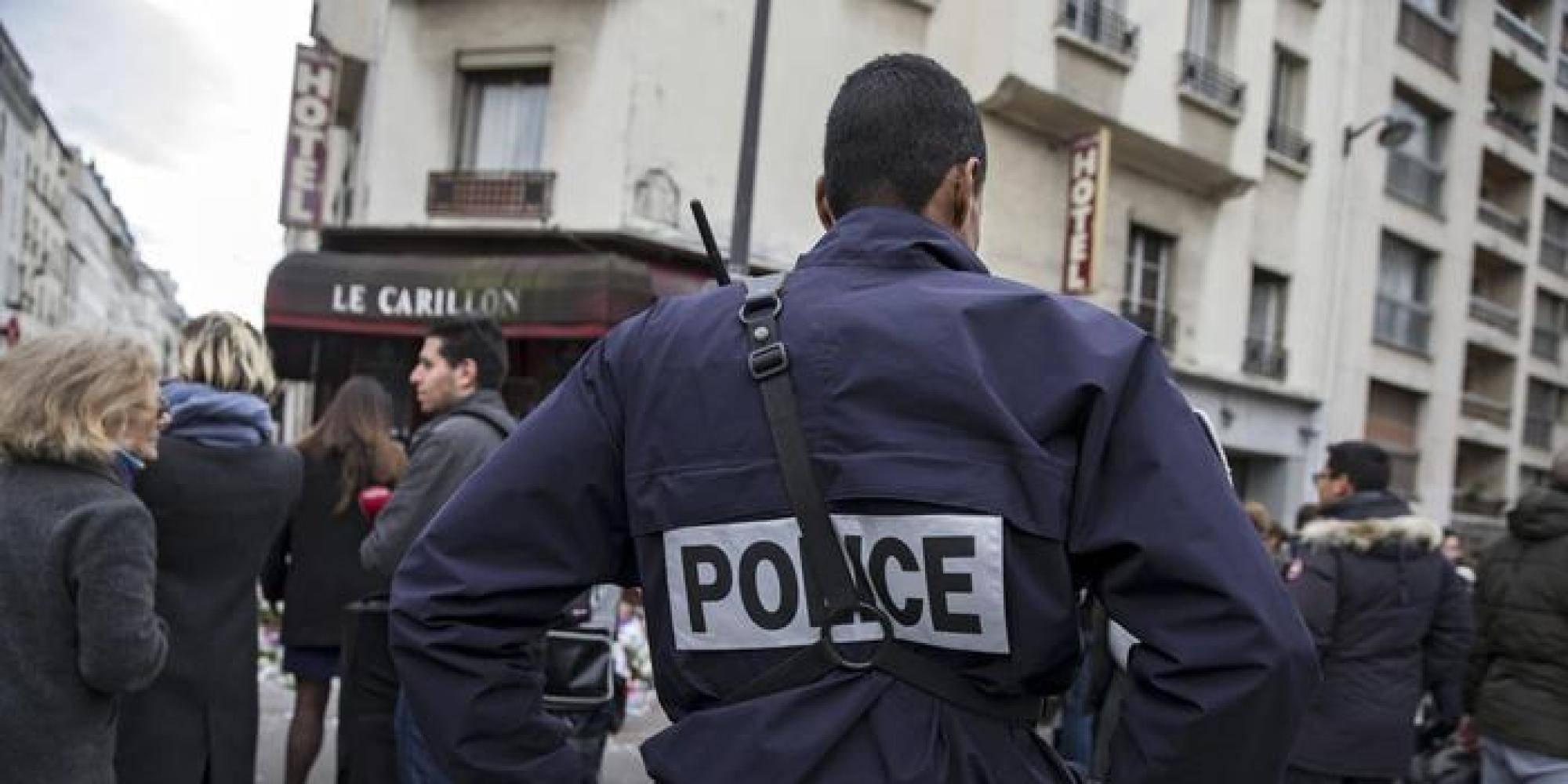 """Ancora terrore a Parigi: grida  """"Allah Akbar!"""", poi sgozza padre e fratello davanti a tutti"""