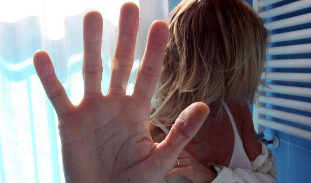 Processato per reati sessuali, arriva in Italia e prende il vitalizio