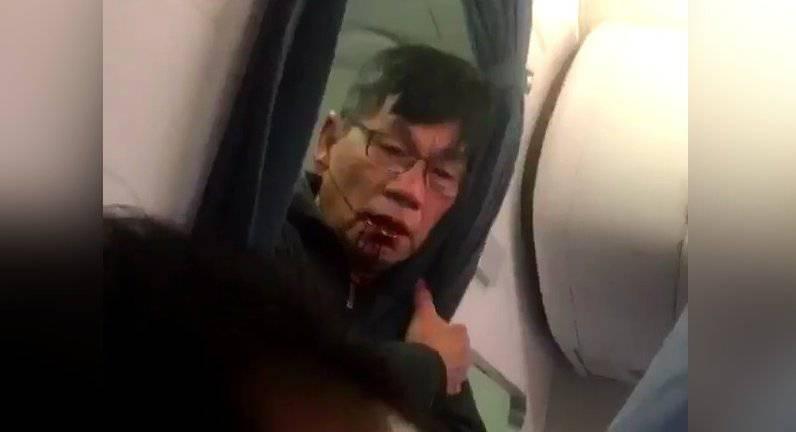 Medico rimosso con la forza da un aereo perché in overbooking – VIDEO