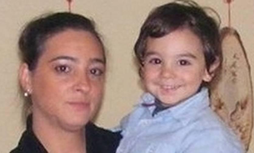 Bimbo lanciato nel vuoto: funerali senza genitori