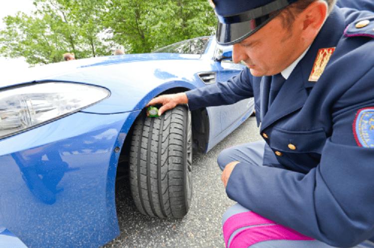Gomme non conformi, la Polizia intensifica i controlli