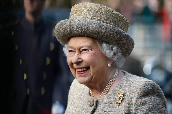 La regina Elisabetta cerca un nuovo maggiordomo. E' polemica sul salario