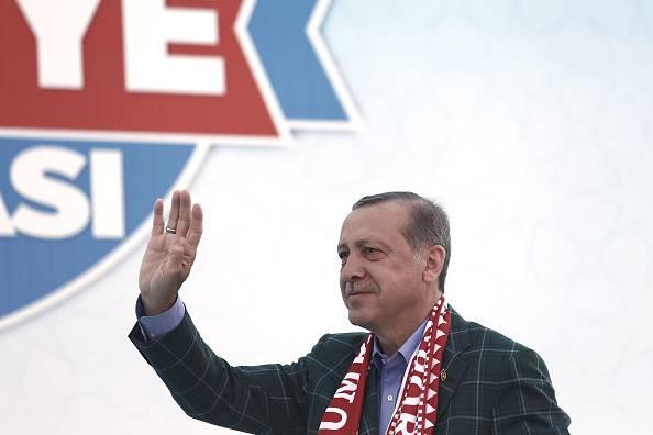 "Turchia, Erdogan vince al referendum costituzionale. L'opposizione: ""Brogli"""