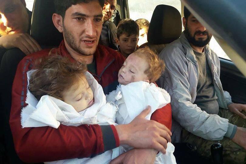"""Siria, padre disperato perde figli di 9 mesi: """"Il mondo deve vedere cosa accade qui"""""""