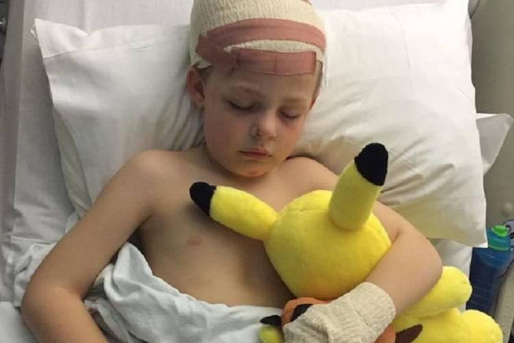 Bambino ferito alla testa da un bullo, il dramma della madre – FOTO