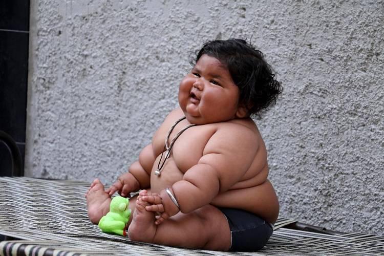 A otto mesi pesa 17 chili: ora i genitori hanno paura – FOTO/VIDEO