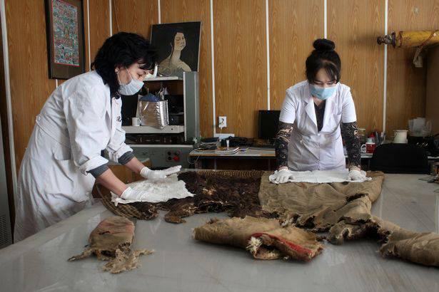 Mongolia Ritrovata Indosso Mummia 1 Scarpe Di 000 Anni Con 'adidas TPOkXZiu