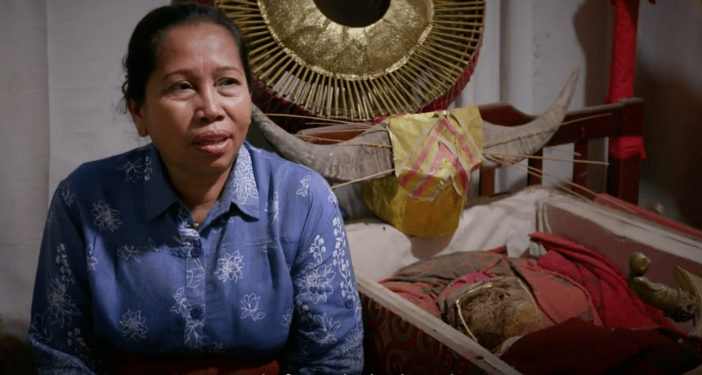 Vivono in casa con il padre morto 12 anni fa, la bizzarra tradizione Toraja