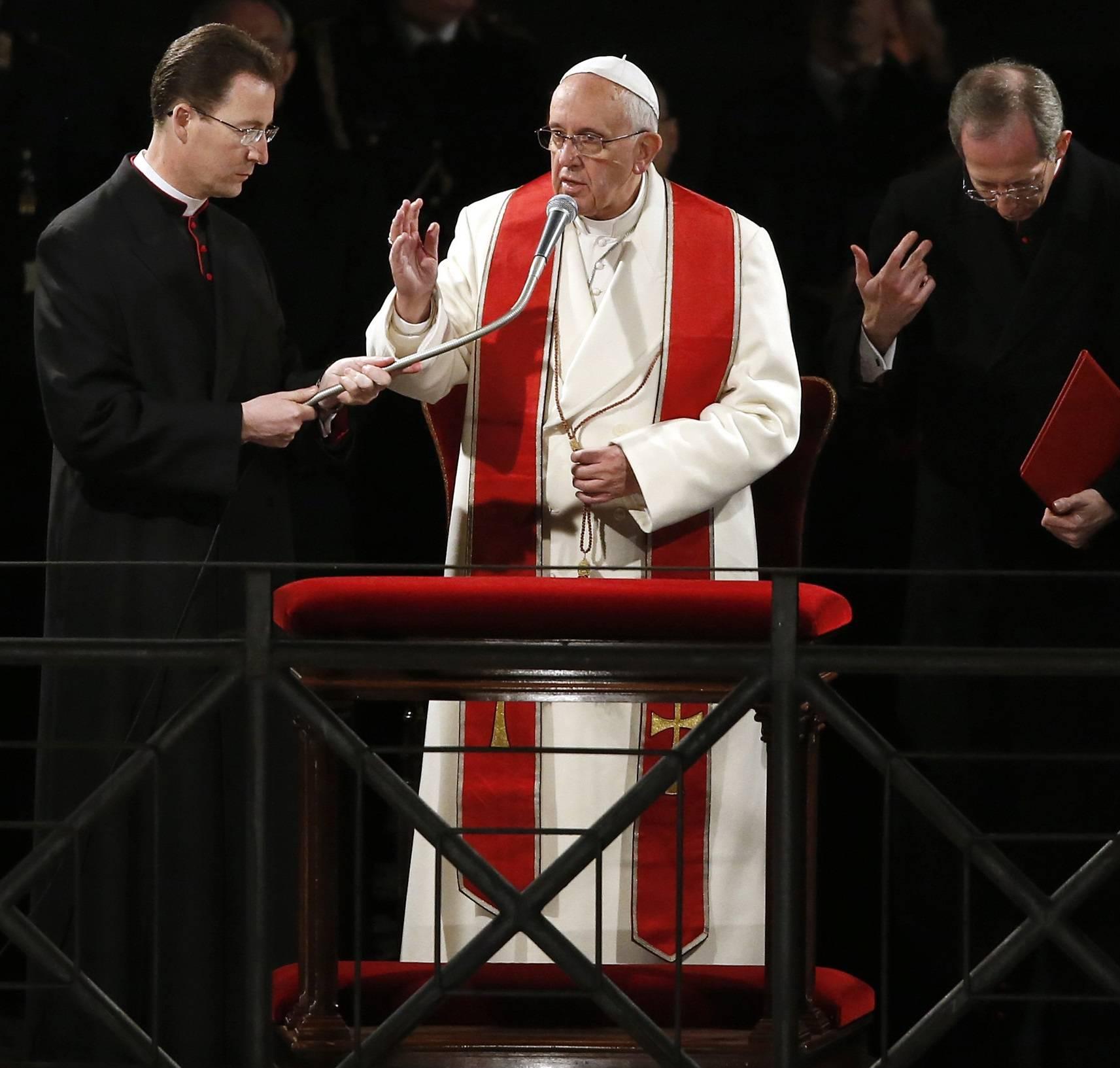 """Il Papa: """"Signore spezza le catene dell'egoismo"""""""