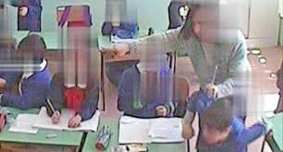 Foggia, quattro maestre arrestate per maltrattamenti a scuola