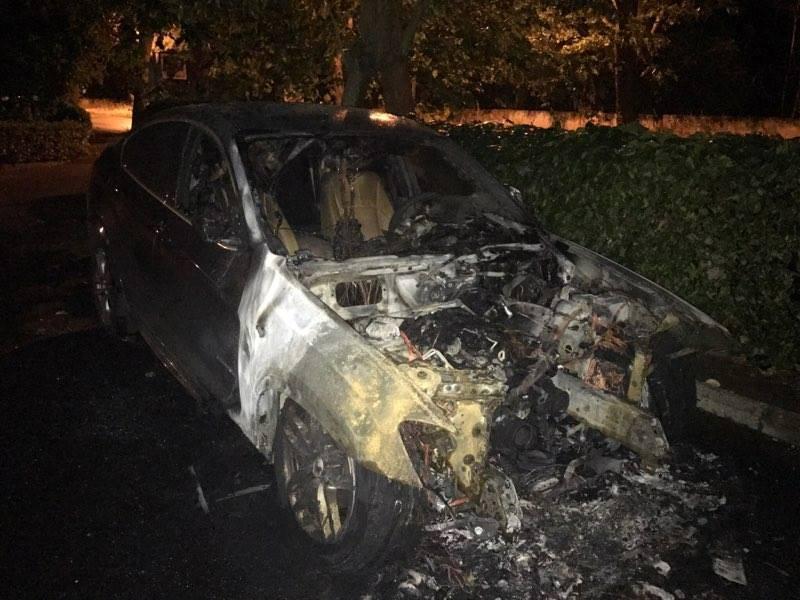 Auto in fiamme, paura per gli incendi dolosi a Roma – VIDEO
