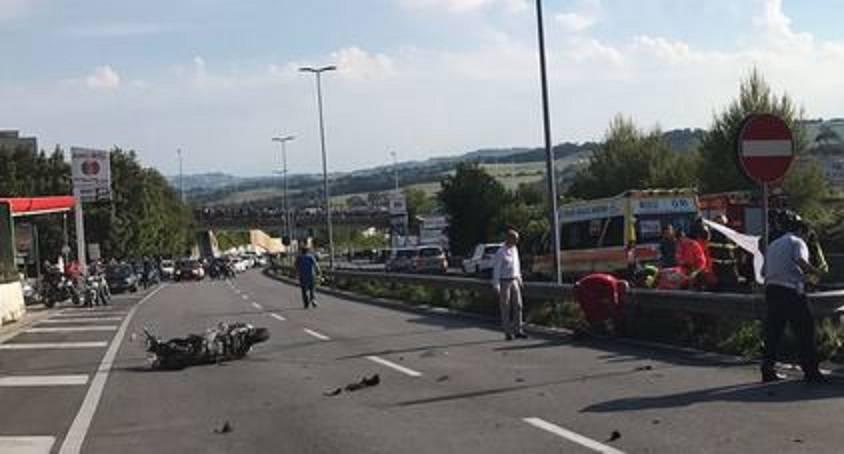 Impatto tra auto e scooter, un morto nell'incidente