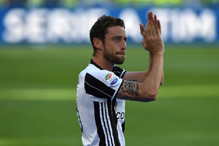Posta un omaggio ai morti nel Mediterraneo, critiche a Marchisio