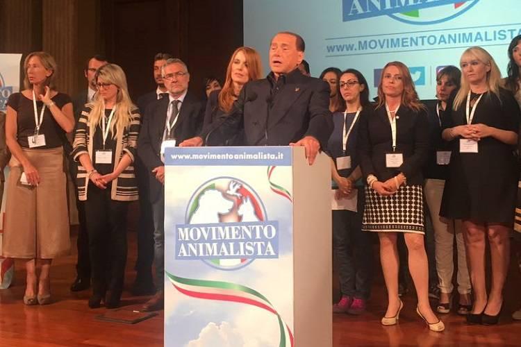 """Berlusconi 'animalista' fonda un nuovo partito: """"Siamo al 20%"""""""