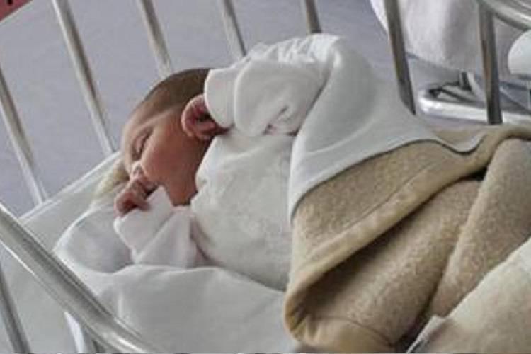 Tragedia improvvisa: la neonata muore nella sua culla