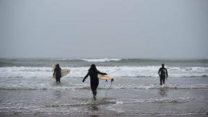 surfista viene salvato