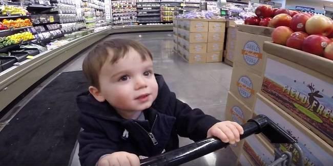 Prova a rapire un bambino al supermercato: ricercata – VIDEO