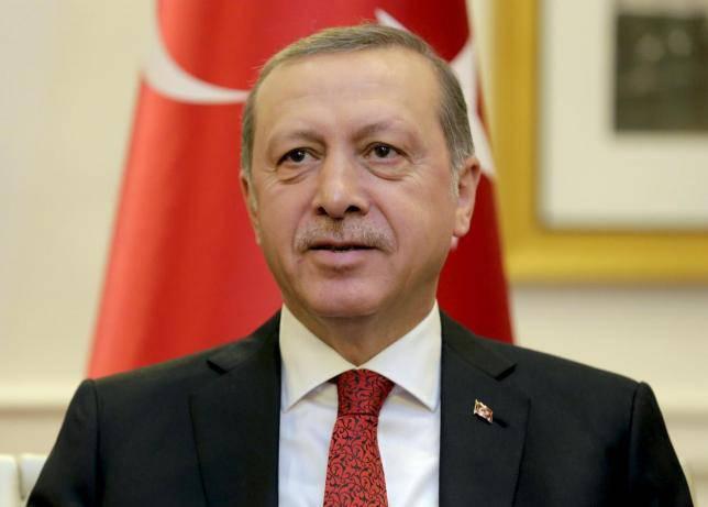 Attimi di panico: Erdogan accusa un malore