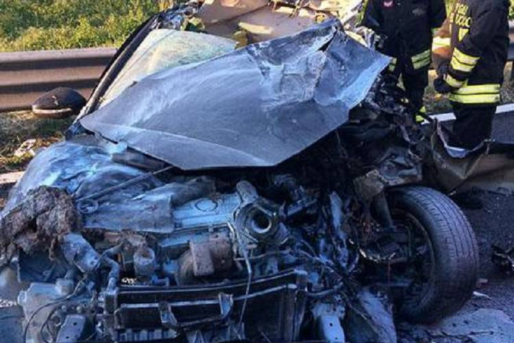 Bologna, incidente tra un tir ed un'auto: muore una donna