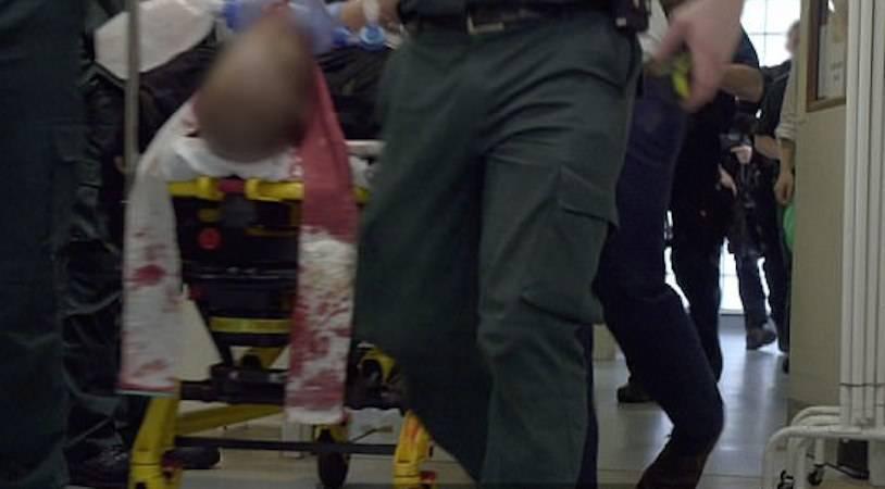Il momento in cui arriva il terrorista in ospedale – VIDEO