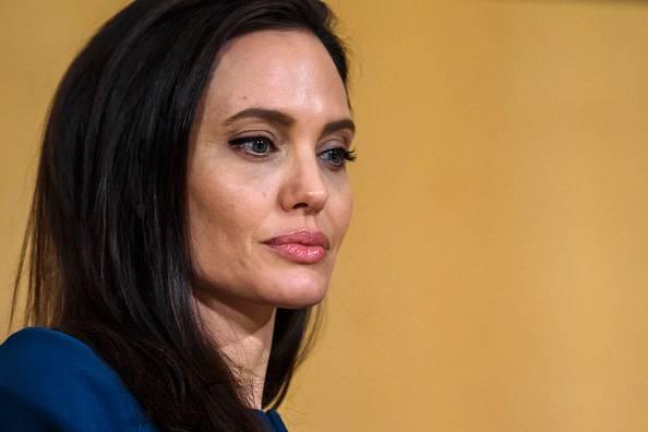 """Angelina Jolie alla madre morta di cancro: """"Vorrei che fossi qui"""""""