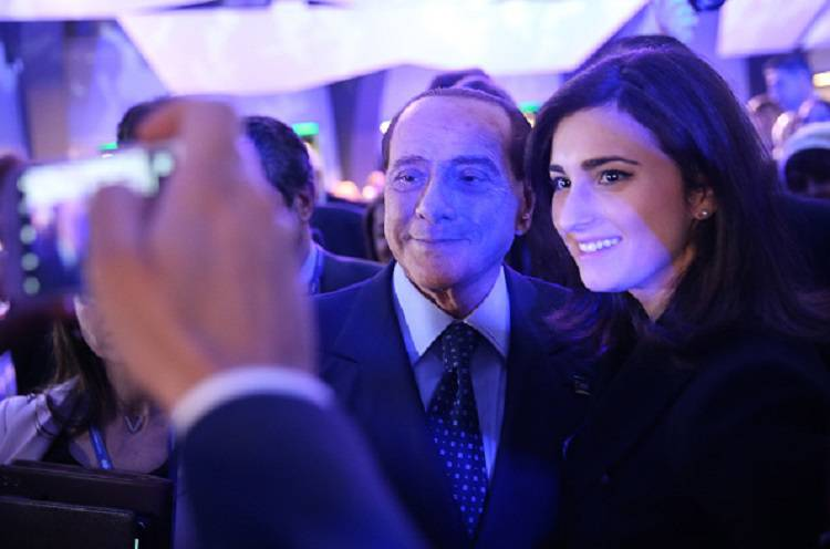 """Berlusconi è pronto: """"Mi costringono a scendere ancora in campo"""""""
