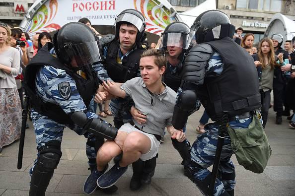Russia, manifestazioni di protesta anti-Putin Oltre 400 arresti: c'è anche l'oppositore Navalny