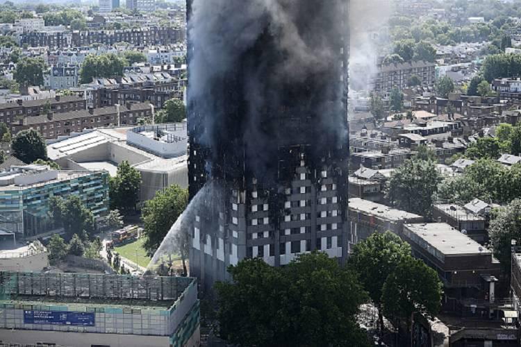 Grenfell Tower, sono almeno sei le vittime dell'incendio