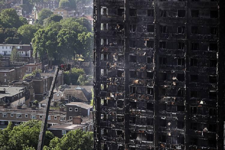 """Grenfell Tower, l'annuncio della polizia: """"Difficile ci siano superstiti"""""""