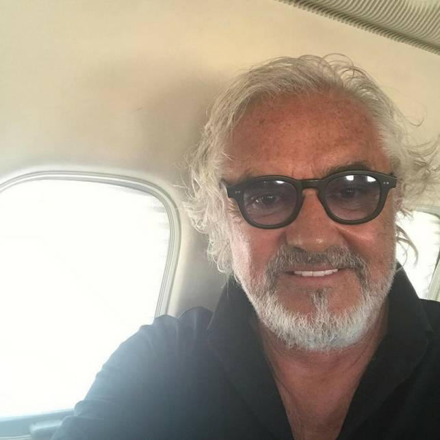 Briatore col jet privato per comprare le ciliegie