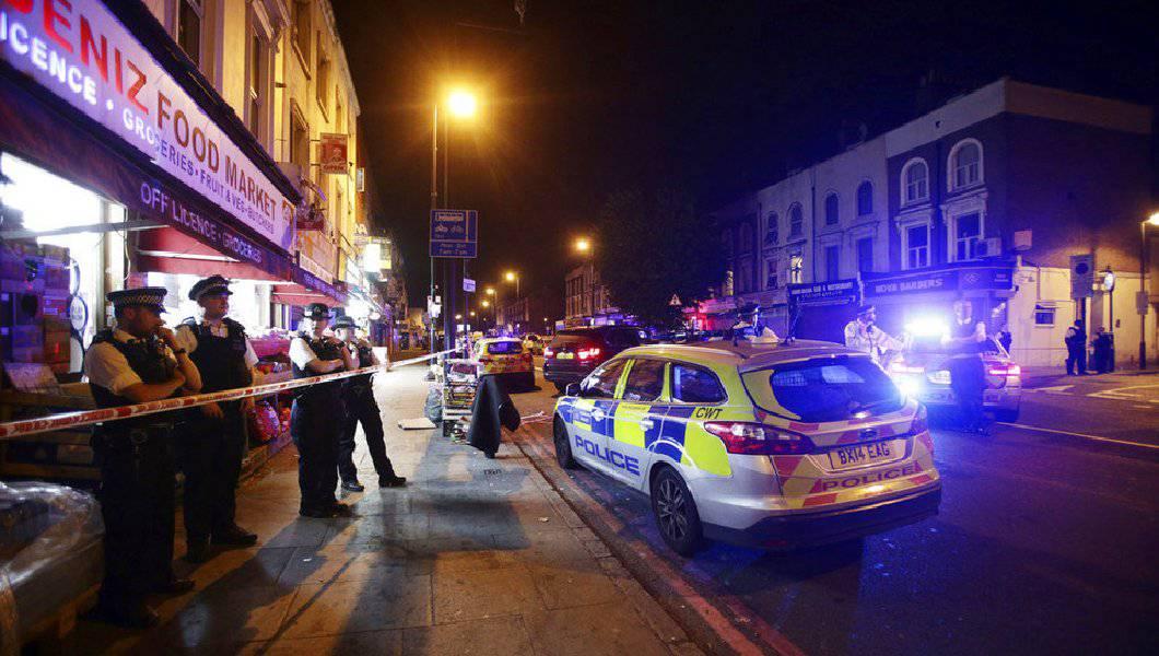 Londra, furgone sulla folla: un morto – VIDEO
