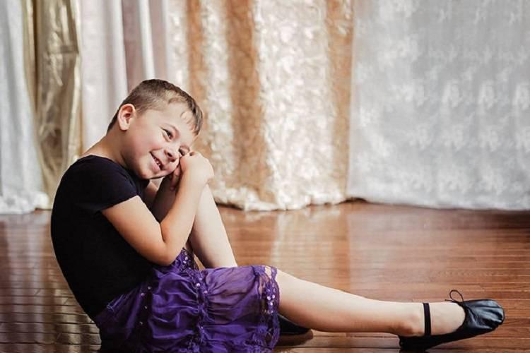 A cinque anni si veste con abiti femminili, l'orgoglio della madre – FOTO