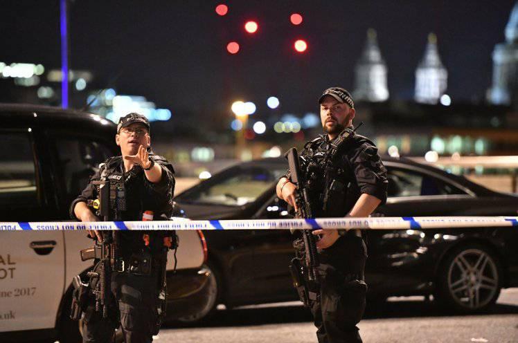 """Attentato Londra, appello della polizia inglese: """"Mandateci foto e video"""""""