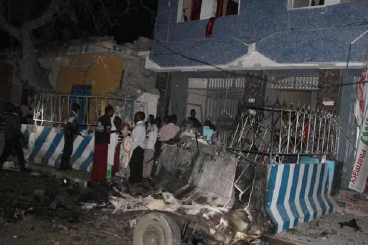 Mogadiscio sotto attacco jihadista: prima la bomba, poi la sparatoria