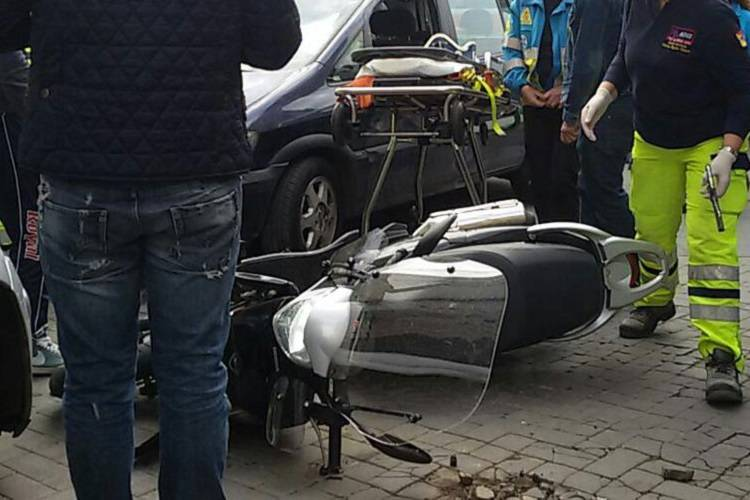 L'imprudenza di un pedone costa la vita a un motociclista
