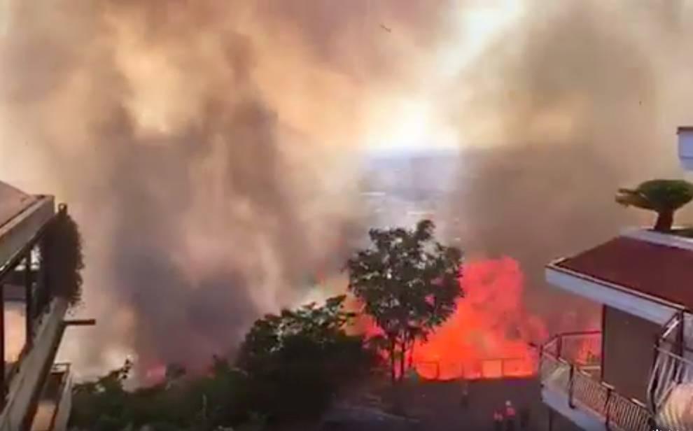Un incendio distrugge il centro migranti con 150 persone dentro