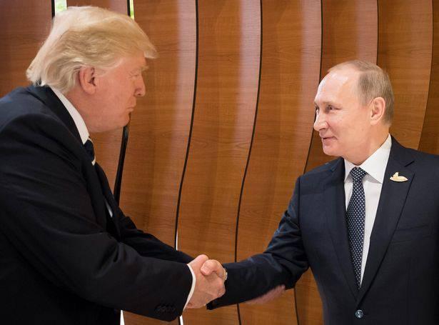 """G20, la """"sorpresa"""" della stretta di mano Trump-Putin – VIDEO"""