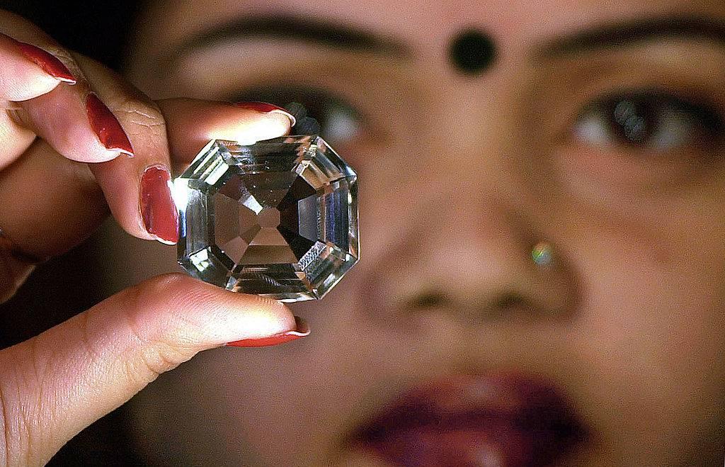 La vera storia del Koh-i-Noor, il famoso diamante della Corona inglese