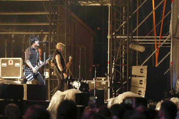 Muore l'acrobata Monroy ma il concerto dei Green Day si fa
