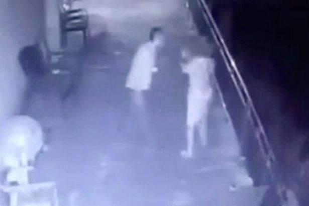 """Scaraventata giù da un balcone dal marito """"furibondo"""": """"Lo perdono"""" – VIDEO"""