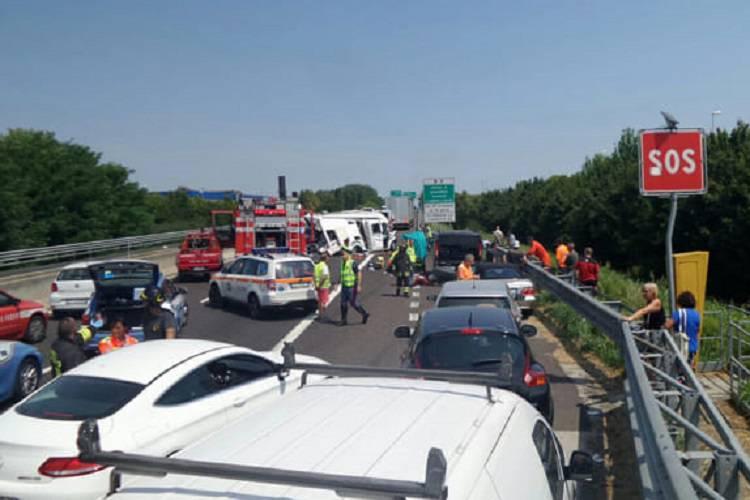 Anche l'elicottero di Verona Emergenza in aiuto dei feriti sull'autostrada A13