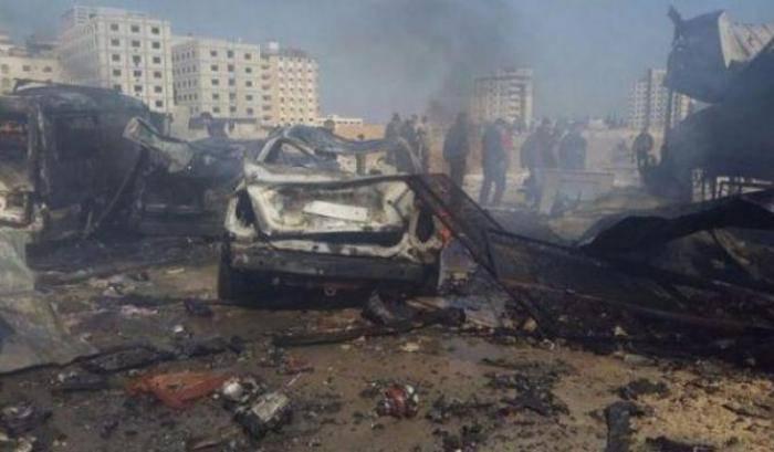 Attentato kamikaze con autobomba: almeno 7 morti e 13 feriti