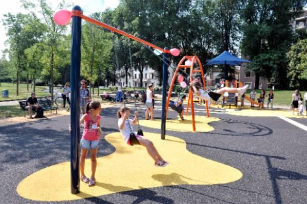 Roma: incidente al parco giochi, bimbo in condizioni disperate