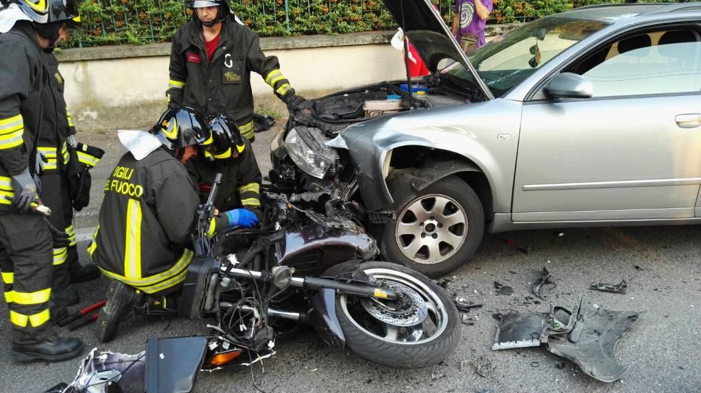 Incidente stradale a Cerfignano, muore un motociclista