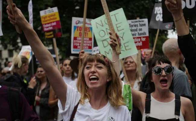 Londra: migliaia di persone chiedono le dimissioni di Theresa May-VIDEO