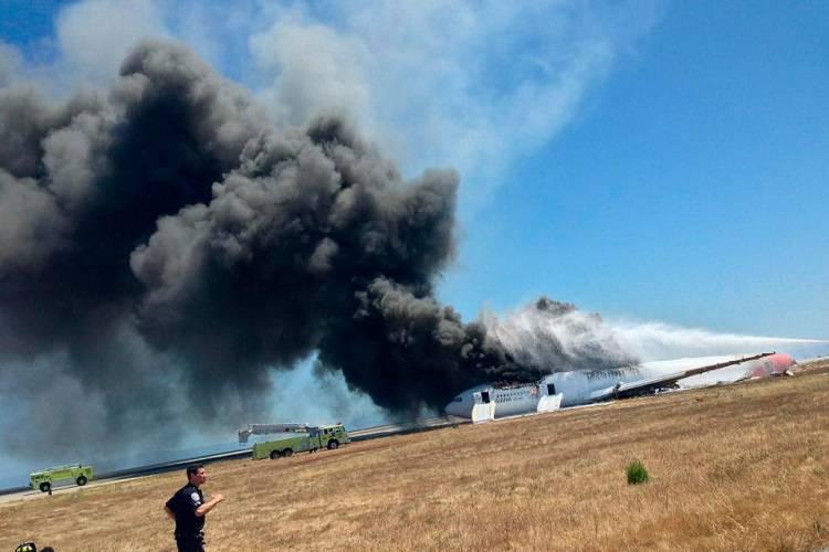 Aereo in fiamme, morti e feriti: le immagini rivelano il disastro  – VIDEO