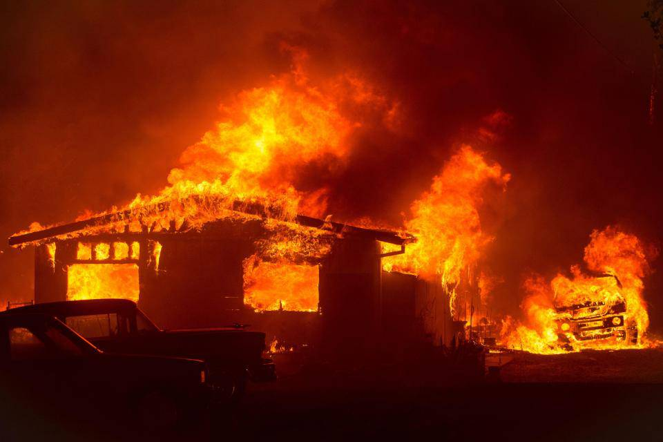 Emergenza incendi in California: paura e case evacuate – VIDEO